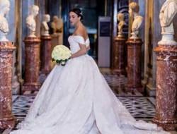 Destination Wedding Vienna, Austria- Bride with bridal bouquet