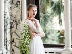 Destination Wedding Austria- two brides with bridal bouquet