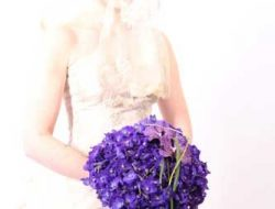 Destination Wedding in Italy, Bride with blue bridal bouquet
