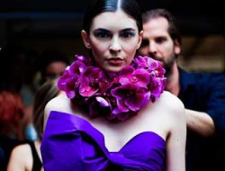 Fashion show with models and flowers by Bolte luxury event design