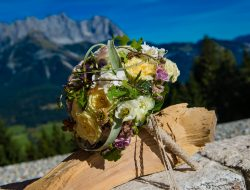 Wedding Planner St Moritz with bridal bouquet in front of alps