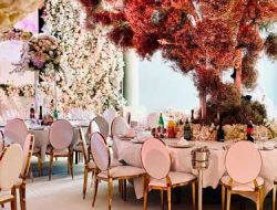 Chinese wedding in europe with opulent flower decoration