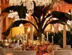 centrepiece at garden party in dubai with candelabras