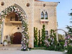 Flower Arch at luxury wedding planned by Wedding planner france